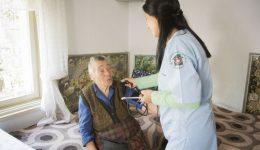 Домашни грижи за възрастни хора