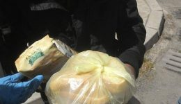 """90 бездомни и бедни хора в Бургас получиха пакети с храна и топъл обяд от сътрудниците на """"Каритас"""""""