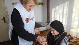 """""""Избери, за да помогнеш"""": Социални помощници помагат на възрастни хора от Белене"""