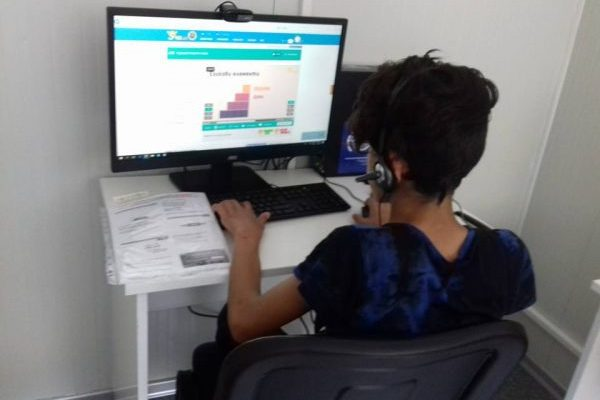 Computer activities for children and young refugees