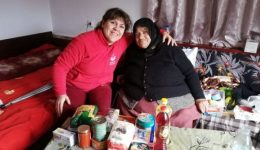 143 elderly and homeless people enjoyed the food products donated by Viomoda