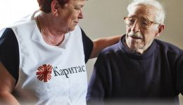 Choose to help: support an elderly person